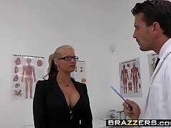 Perverted milf (Phoenix Marie) wants that Doctor Cock and she wants it rough - BRAZZERS