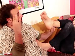Amanda VS Ale BareFoot Licking Domination
