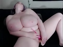 Cassie0pia from under huge tits