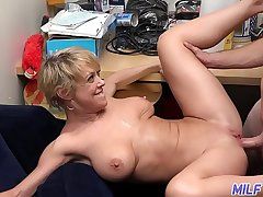 Thick and titillating blonde MILF Dee Williams - Part 1