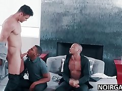 White close off fucking his black gay best men in threesome