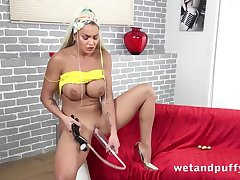 Busty blonde testes solo new sex toy in cognizant of room