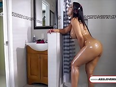 Rose Monroe Roommate Spies On Me Culona Latina