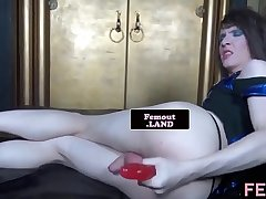 Trap beauty dildoing her tight asshole